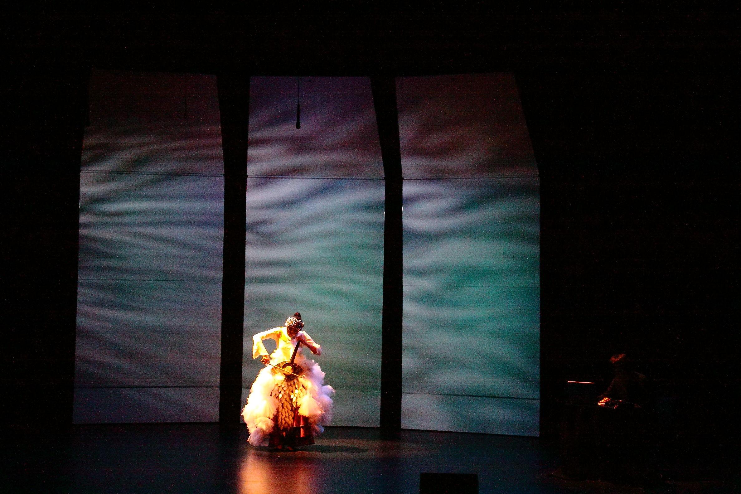 Dohee Lee on the carefully lit stage off Kanbar Hall.