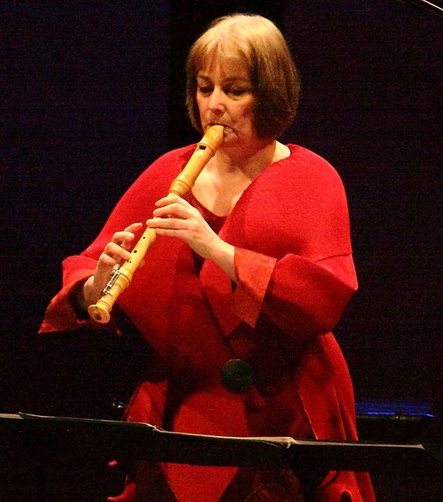 Michala Petri performing Sunleif Rasmussen's 'Vogelstimmung'.