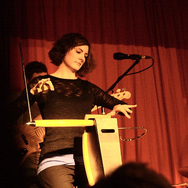 600px-carolina_eyck_playing_the_theremin